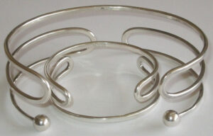 Neckring and braceletsilver, 1960s.
