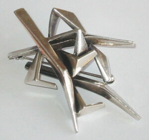 Brooch, silverpartly patinated/oxidized.